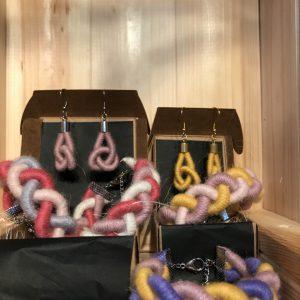 alpaca yarn knot